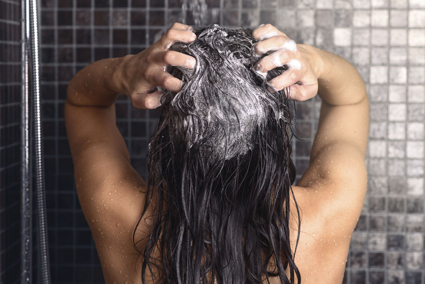 Here's The Right Way To Wash Your Hair (and harmful habits to avoid)